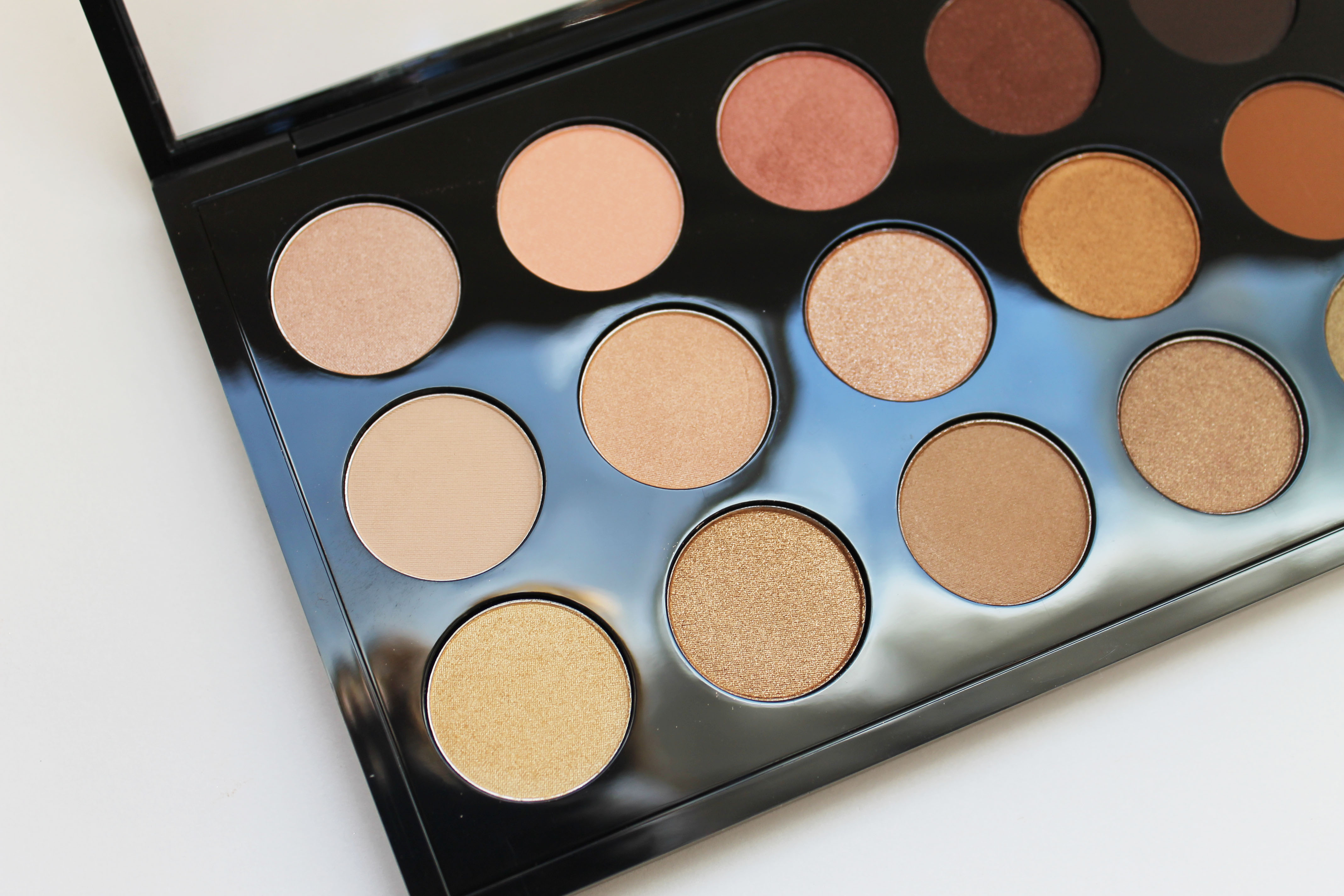 Mac eyeshadow x 15 warm neutral palette the beauty for Warm neutral color palette