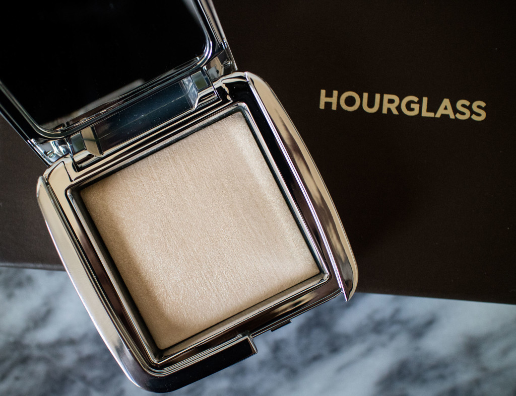 The Beauty Vanity | Hourglass Ambient Strobe Lighting Powder Brilliant Review Swatches