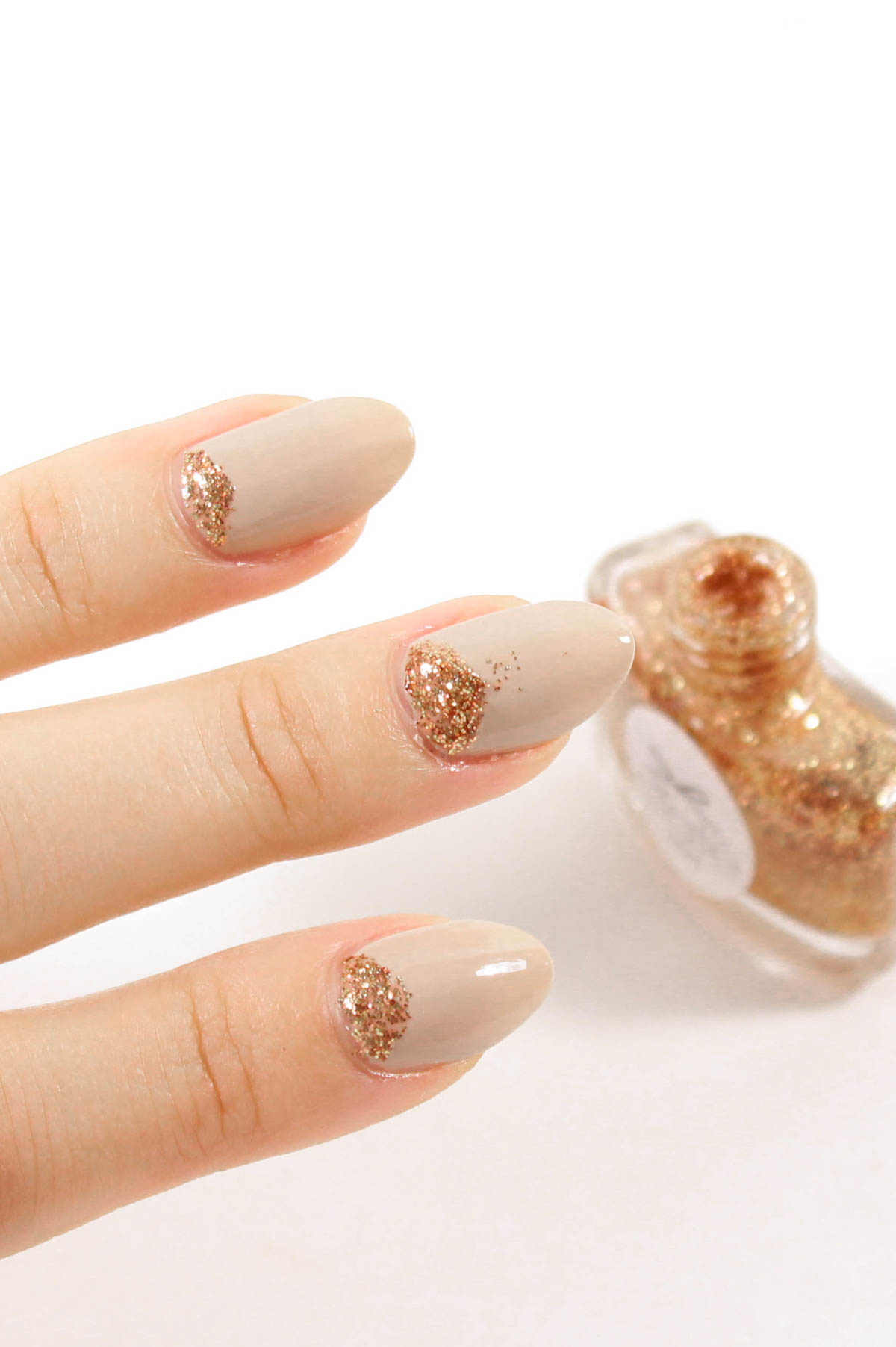 DIY Glitter Holiday Nail Art Manicure | The Beauty Lesson | The Beauty Vanity